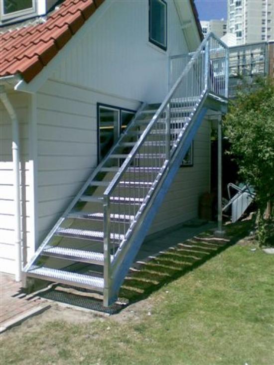 Buitentrap vluchttrap bordestrap op maat gemaakt bouw for Goedkope trappen op maat