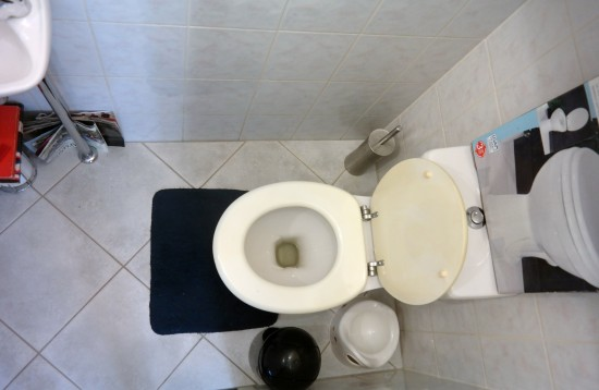 Gevraagd plaatsen hangend toilet door franz warbroek loodgieter